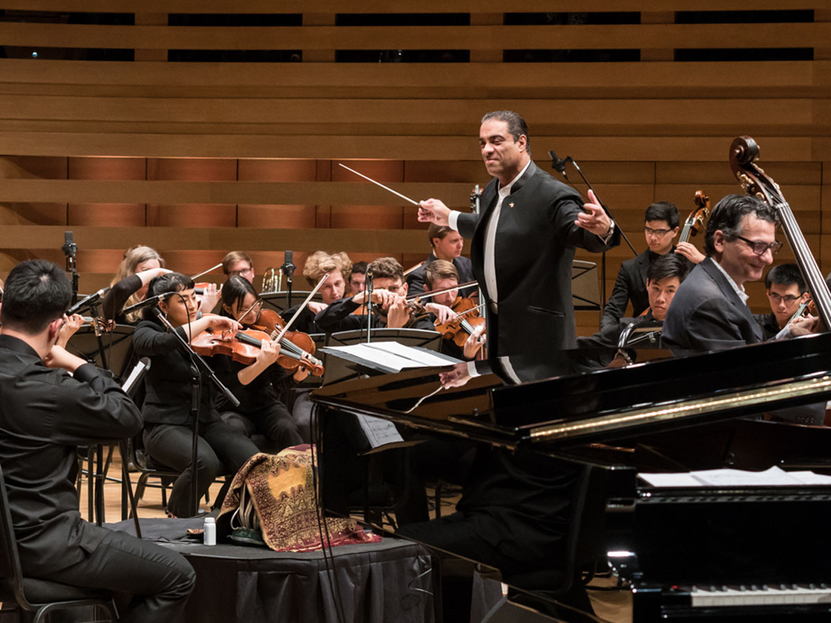 The Royal Conservatory Orchestra conducted by Zane Dalal. John Patitucci on contrebass. Photo credit: The Royal Conservatory/Koerner Hall; Lisa Salulensky